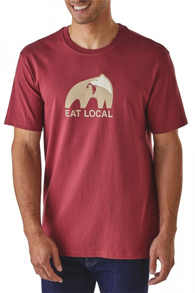 Patagonia_39062_Eat-Local_Mens-T-Shirt_adzuki-red angezogen