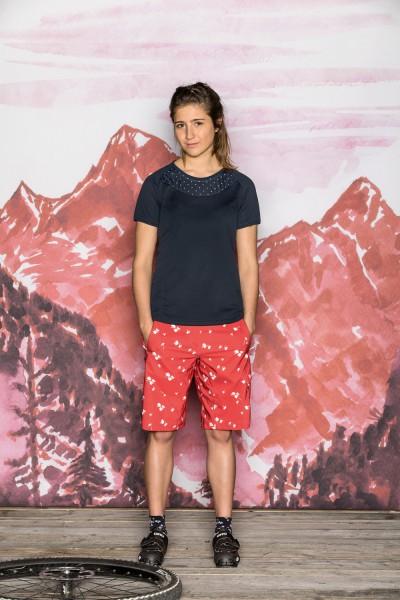 Maloja_23139_GrabenstaettM_Shirt_women auf PrimelM Shorts angezogen