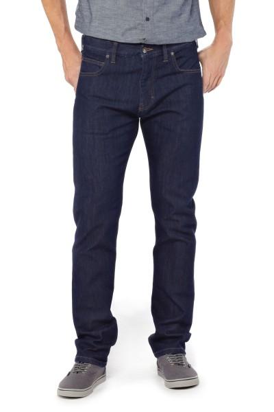 Patagonia Performance straight fit Jeans für Männer angezogen vorne dark denim